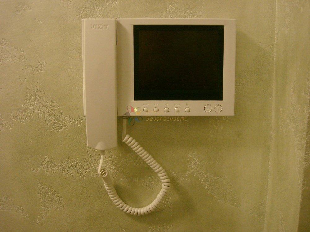 """Видеодомофон. Размер экрана 5.6"""". Память 32 кадра."""