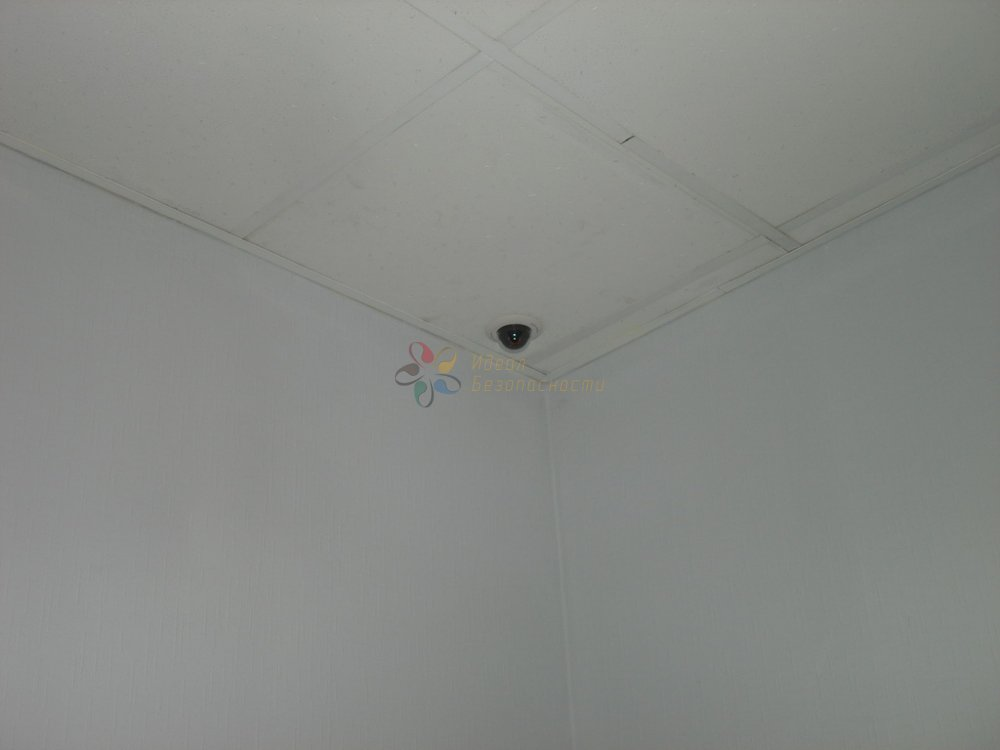 Миниатюрная камера в офисе