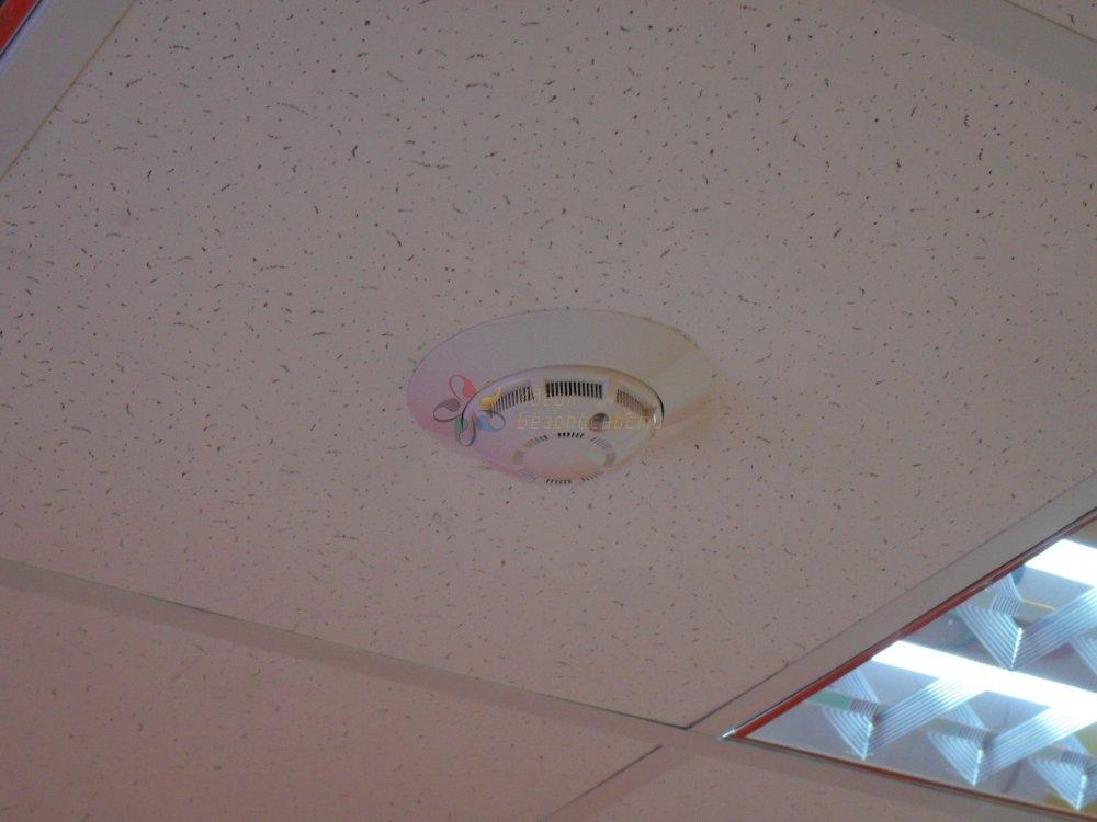 Дымовой датчик в подвесном потолке